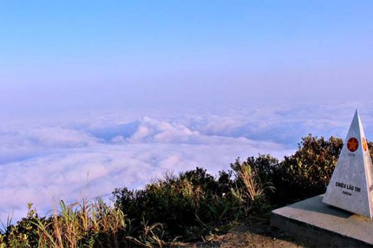 Admiring the clouds on top of Chieu Lau Thi Peak